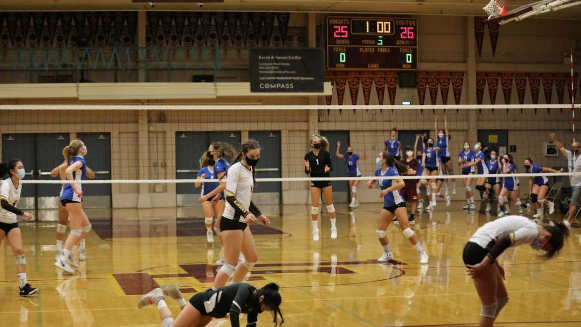 Varsity Girls Volleyball Takes Down Las Lomas in 3 Set Thriller