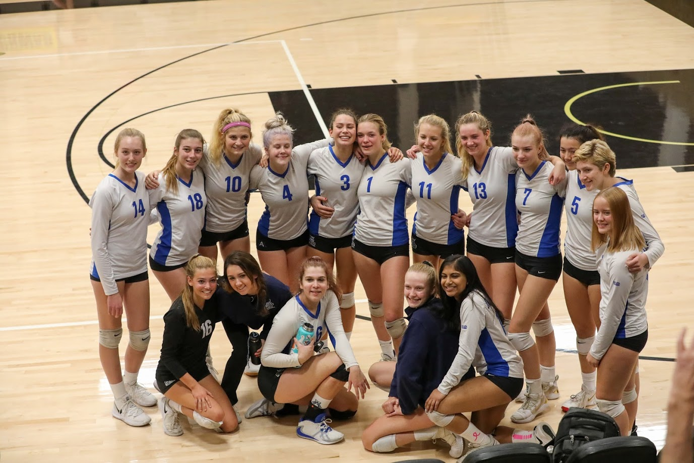 Volleyball Dons End Season With Loss to Branson in State Playoffs